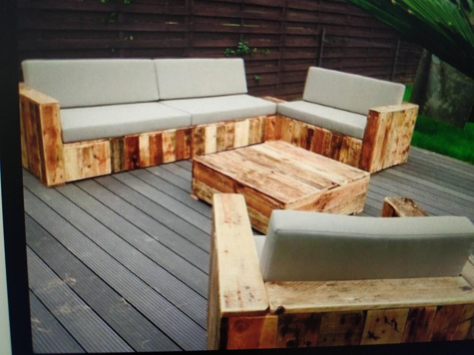 Ébéniste pour création de meuble de jardin en bois sur ...